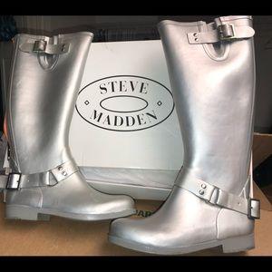 Steven Madden  rubber Rain Boots with back Zipper